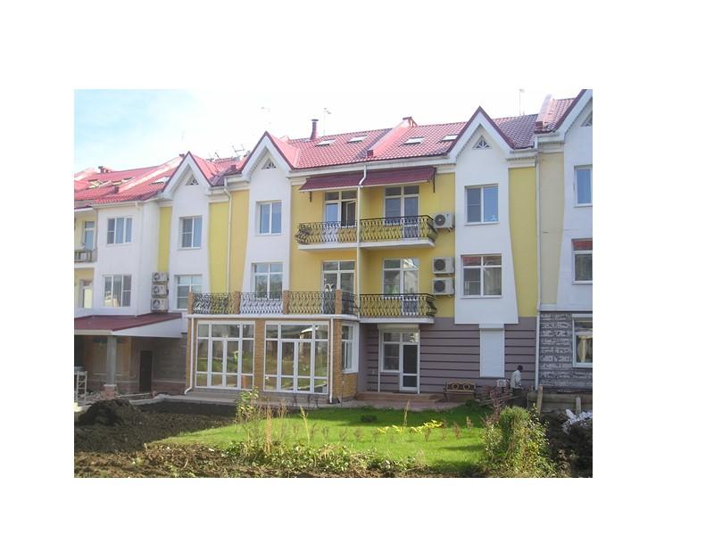 Блокированные жилые дома бывают:  1-этажные;  2-этажные с квартирами в двух уровнях каждая;