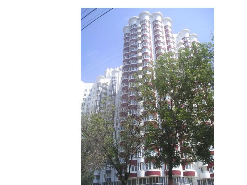 Односекционные дома Для односекционных жилых домов характерно максимальное использование периметра наружных стен для светового