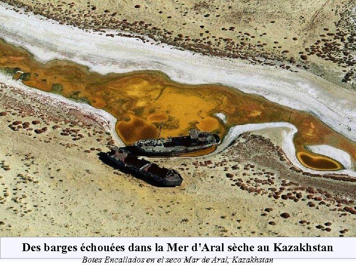 Des barges échouées dans la Mer d'Aral sèche au Kazakhstan Botes Encallados en el