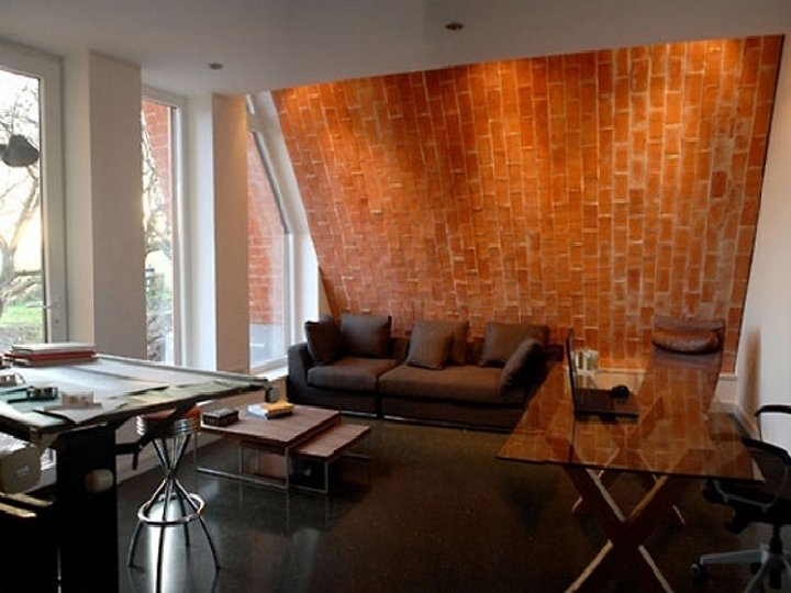 A tető nem öncélú dizájnelem mivel hozzájárul a belső hőmérséklet és a páratartalom stabilitásához,