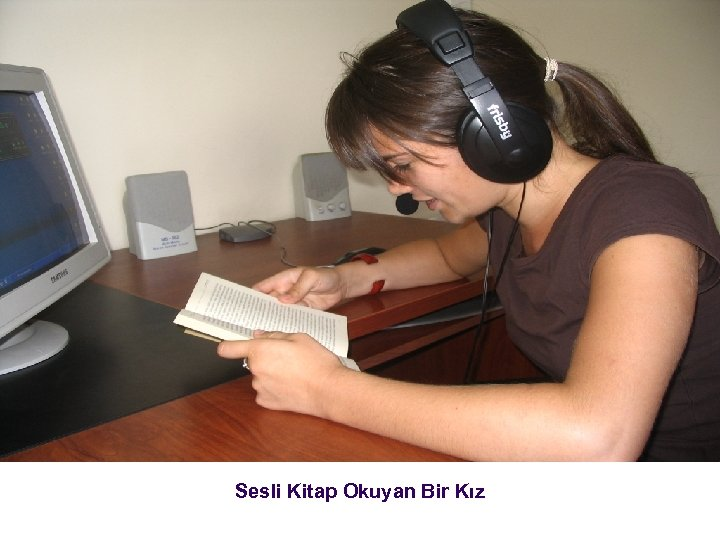 Sesli Kitap Okuyan Bir Kız