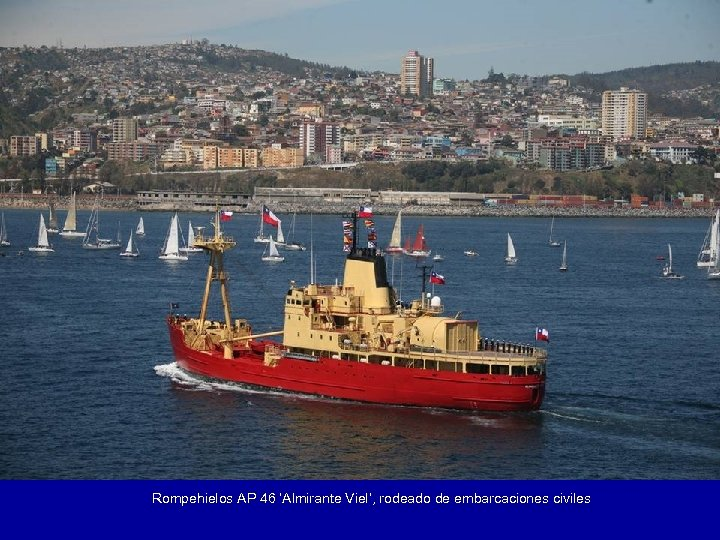 Rompehielos AP 46 'Almirante Viel', rodeado de embarcaciones civiles