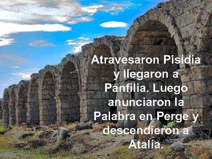Atravesaron Pisidia y llegaron a Panfilia. Luego anunciaron la Palabra en Perge y descendieron