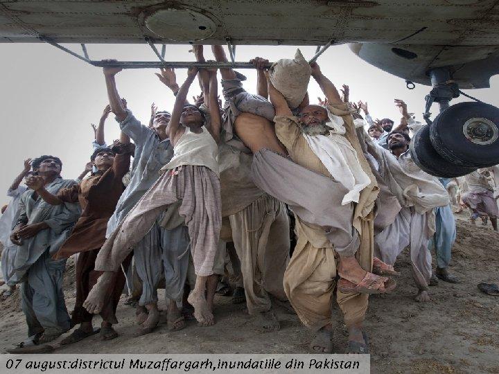 07 august: districtul Muzaffargarh, inundatiile din Pakistan