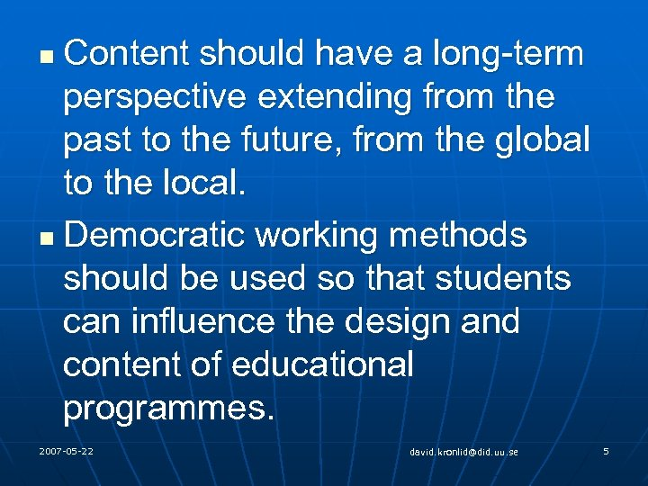 Content should have a long-term perspective extending from the past to the future, from