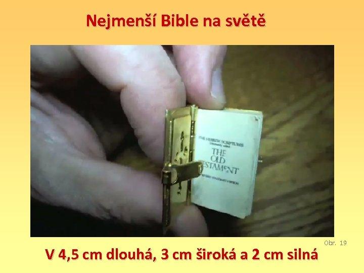Nejmenší Bible na světě V 4, 5 cm dlouhá, 3 cm široká a 2