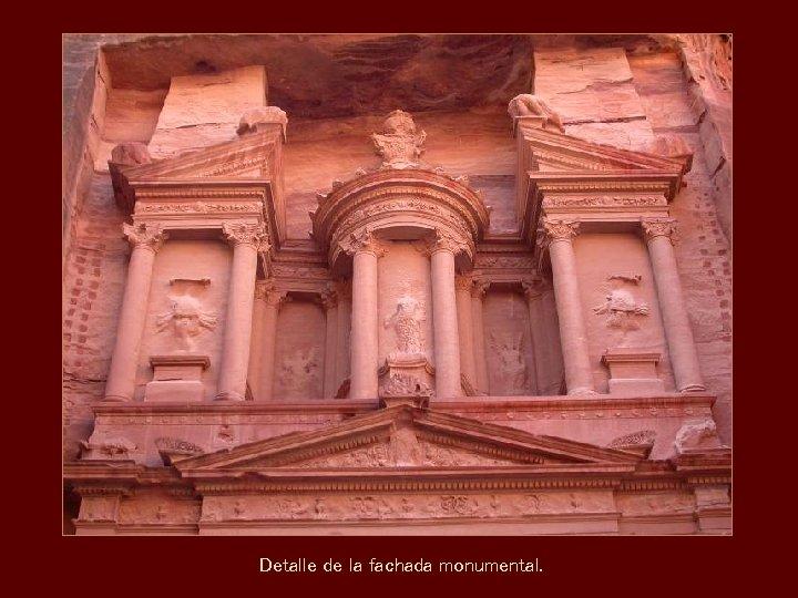 Detalle de la fachada monumental.