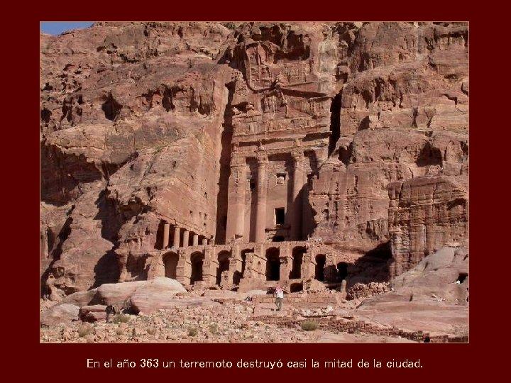 En el año 363 un terremoto destruyó casi la mitad de la ciudad.