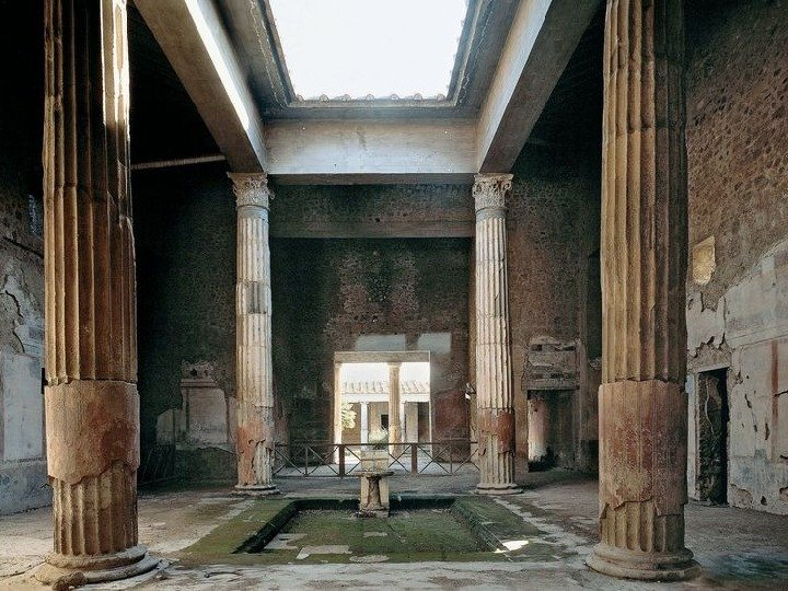 the roman art in the different eras and the house of vettii in the architecture of the city of pompe